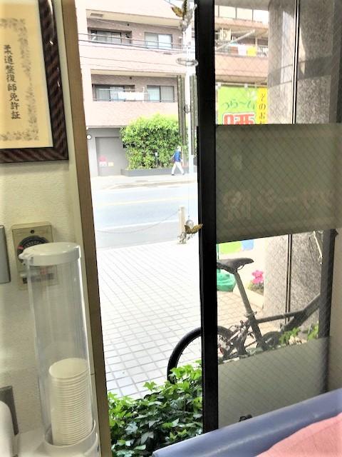 皆様の利用する場所には必ず窓がある